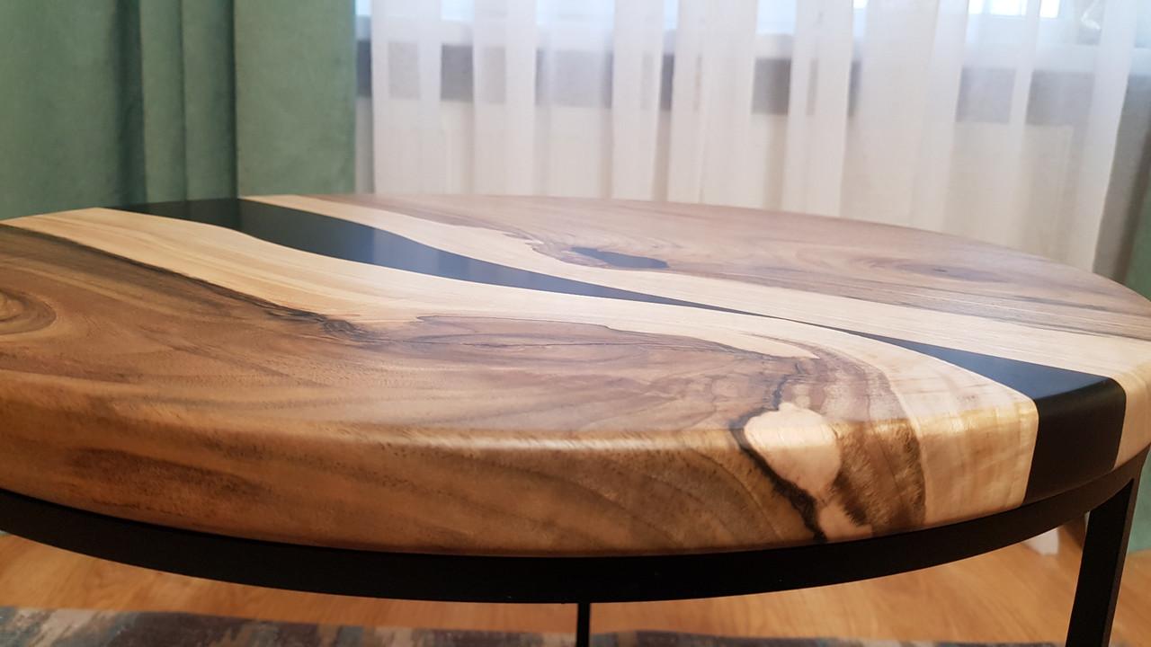Журнальный  круглый стол с массива грецкого  ореха и тёмно-графитовой эпоксдной смолой  Диаметр - 61 см