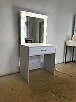 Стол для макияжа с ящиком и зеркалом. Стол для визажиста.