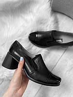 Женские кожаные туфли на устойчивом каблуке с лаковым носком
