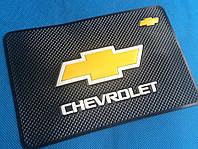 Коврик на торпеду Chevrolet.
