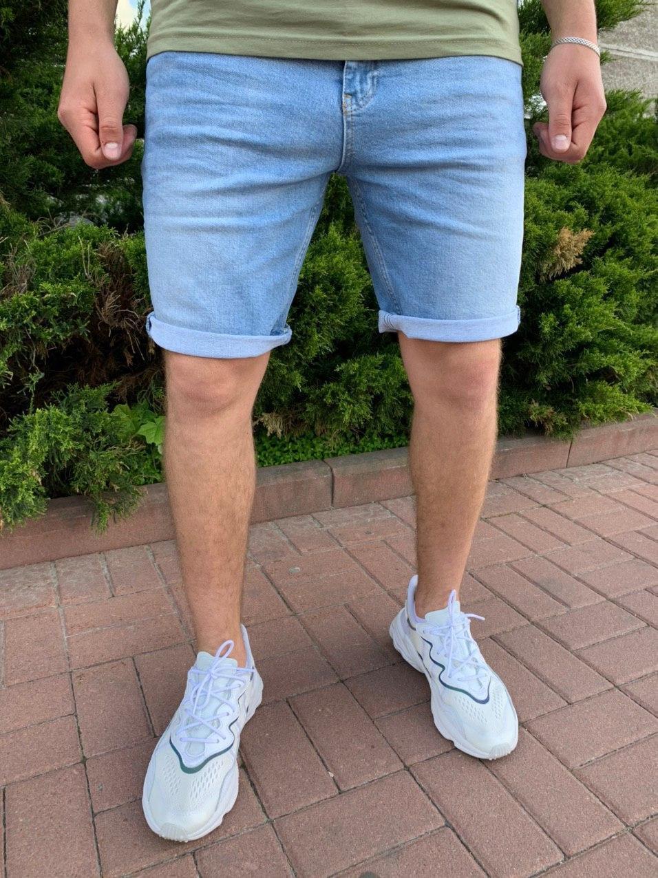 Чоловічі джинсові шорти блакитного кольору з підворотом