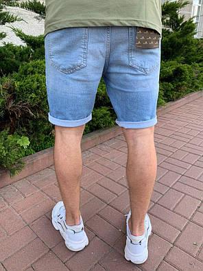 Чоловічі джинсові шорти блакитного кольору з підворотом, фото 2