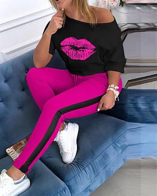 Костюм розовый спортивный свободная кофта с губами и штаны с лампасом, фото 2