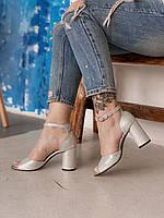 Босоножки серебристые на устойчивом каблуке из натуральной кожи