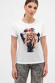 Жіноча футболка з дівчиною