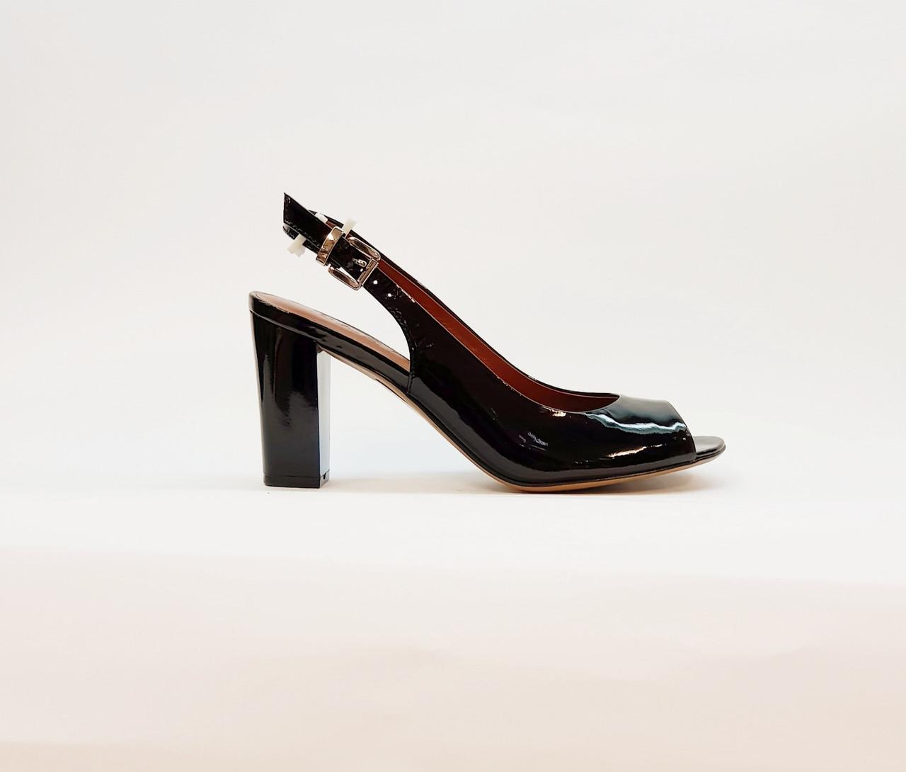 Босоножки женские черные натуральная лаковая кожа на высоком каблуке столбик