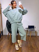 Женский модный костюм: свитшот и  штаны кюлоты