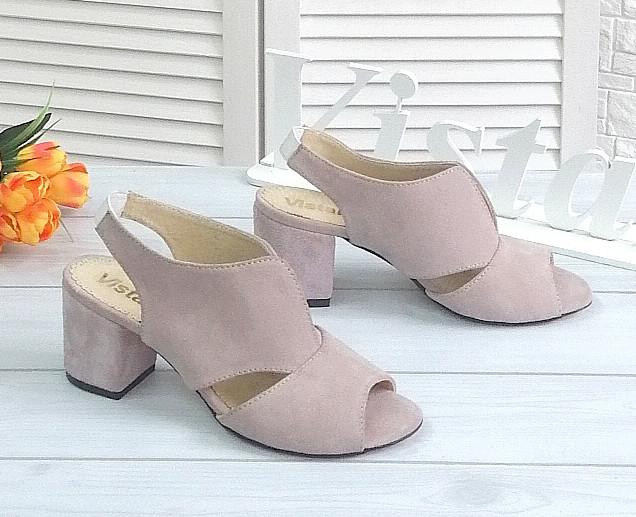 Лиловые замшевые босоножки на каблуке