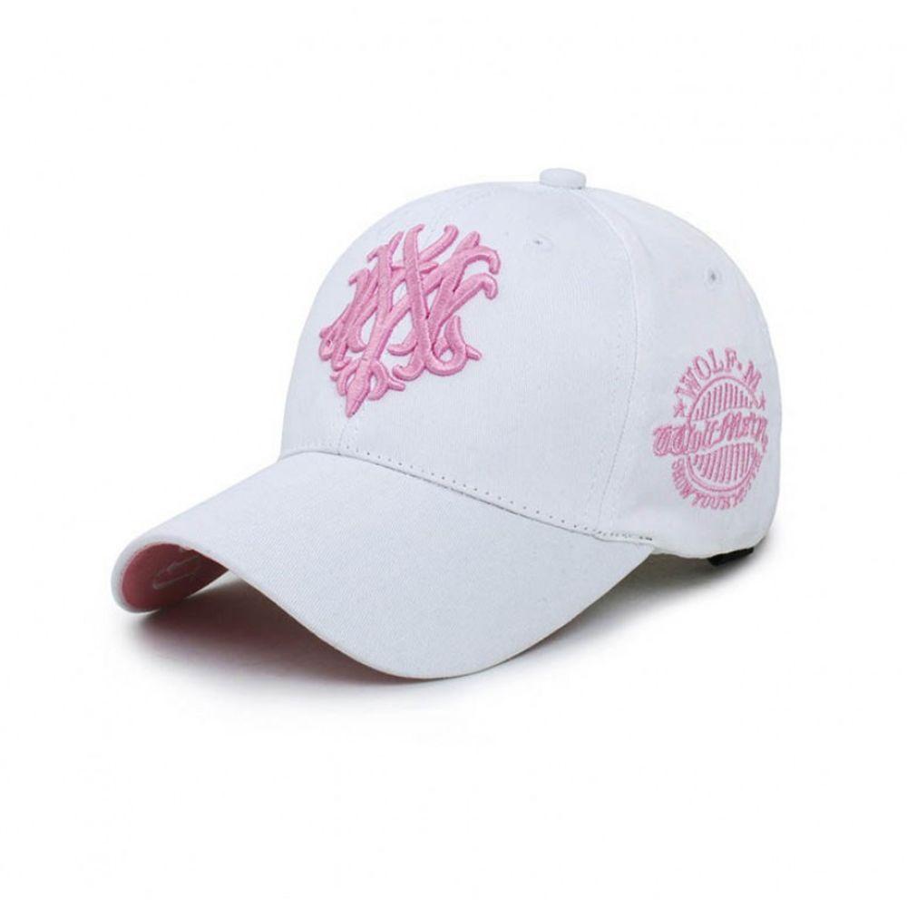 Стильная женская кепка белого цвета