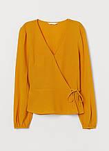 Горчичная однотонная блузка на запах H&M демисезонная