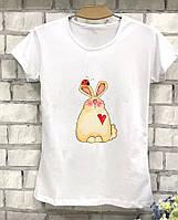 Женская футболка с красивым зайчиком