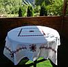 Скатертина ручної роботи на білій панамі,вишита хрестиком акриловою ниткою + 6 серветок