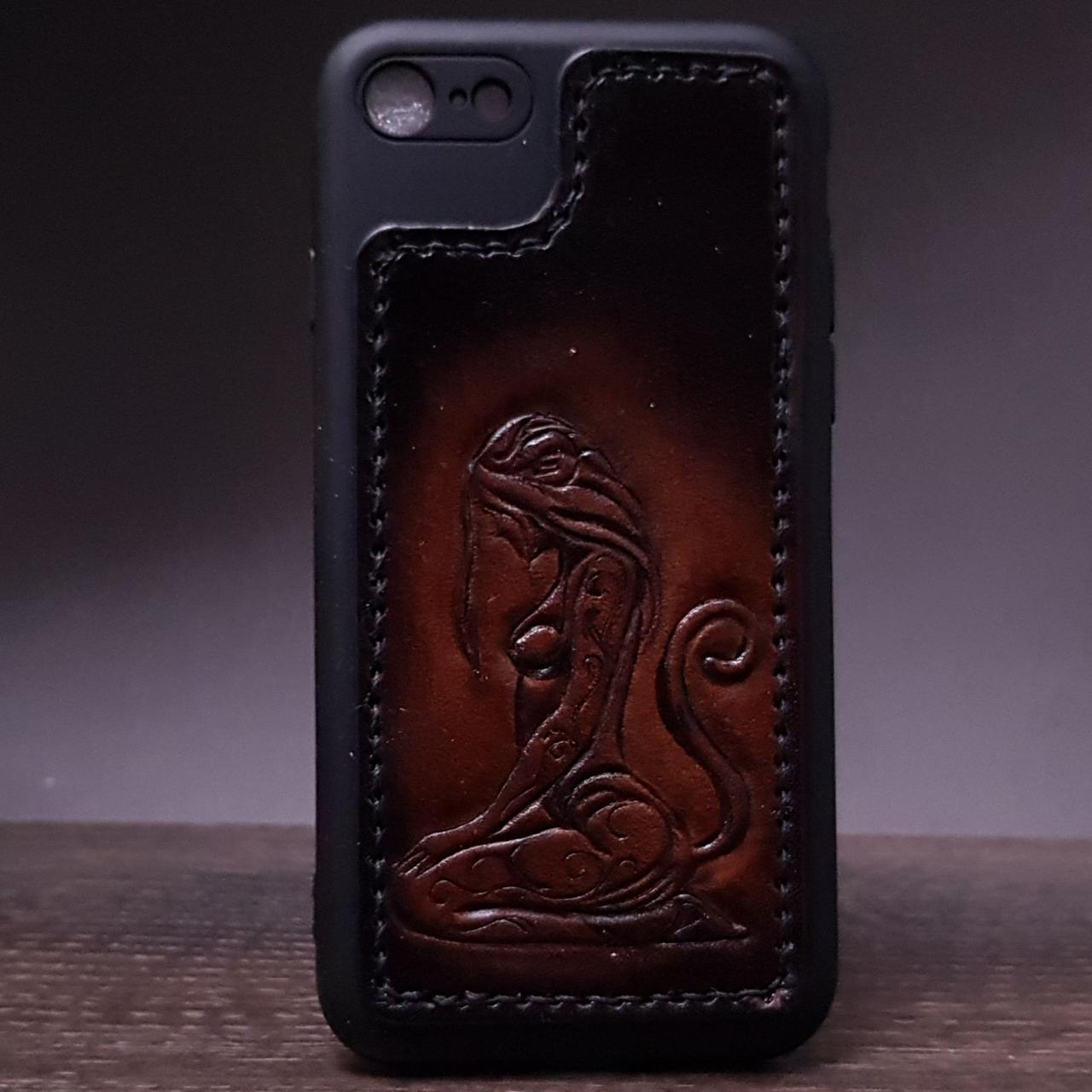 Кожаный чехол на iphone 7.