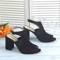 Стильные босоножки на каблуке шоколадного цвета