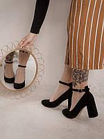 Замшевые туфли на устойчивом каблуке с ремешком чёрного цвета
