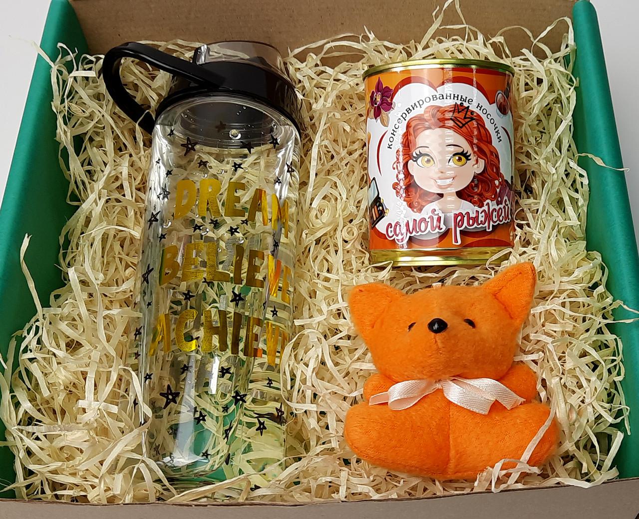 Подарочный набор для самой рыжей: бутылка для воды, консервированные носочки и игрушка-талисман