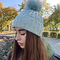 Вязанная женская шапка с широким отворотом, бусинами и бубоном из песца, Edira, артикул 9-08