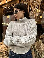Укороченный вязанный женский свитер серого цвета с открытыми плечами