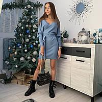 Жіноча сукня вязана трикотажна в рубчик з глибоким вирізом і об'ємними рукавами блакитна