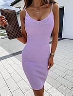 Красивое модное женское платье в рубчик