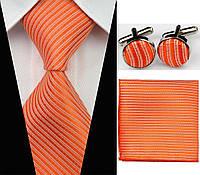 Оранжевый галстук в мелкую полоску, запонки и платок