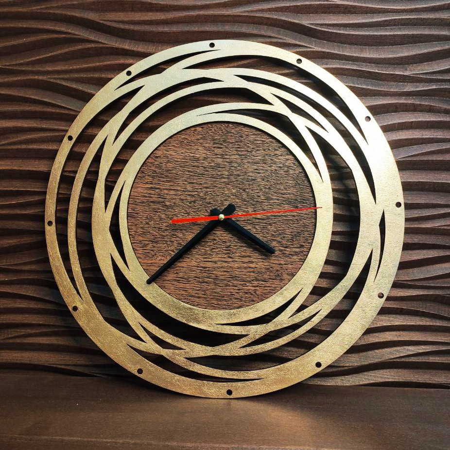 Часы с ефектом золота