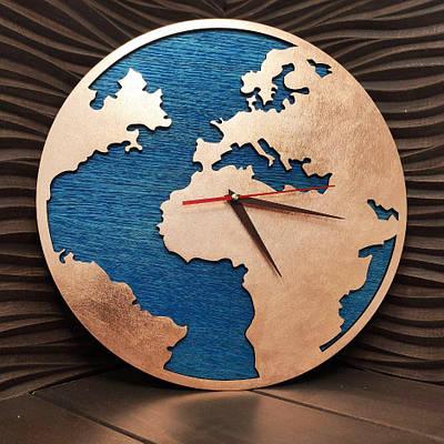 Часы из ефектом бронзы