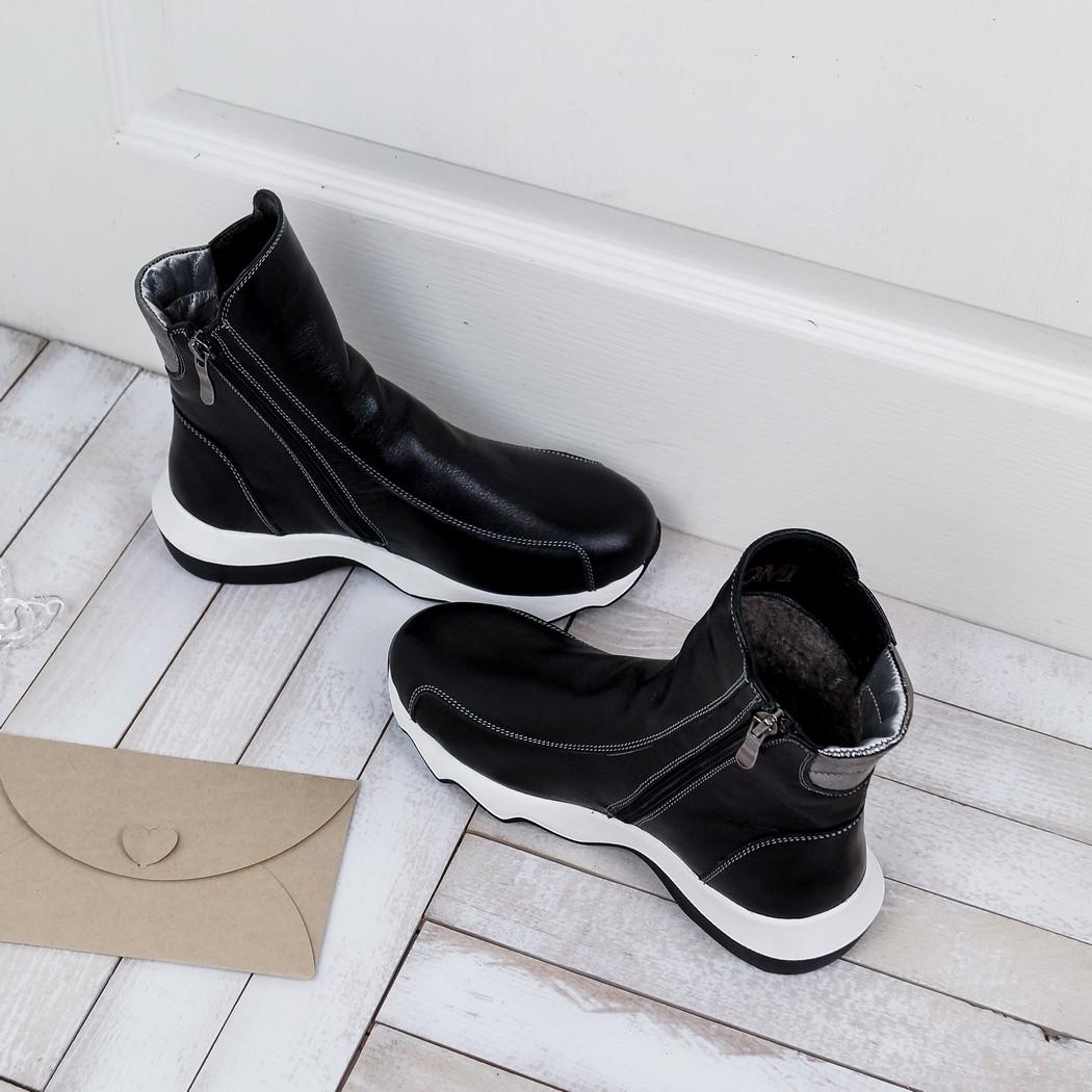 Кожаные женские ботинки зимние на овчине в черном цвете