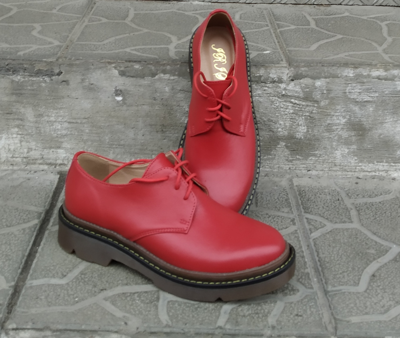 Туфли женские красные кожаные на шнурках