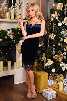 Платье из велюра с отделкой из французского кружева