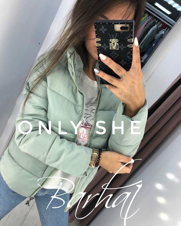 Женская короткая куртка с горловиной