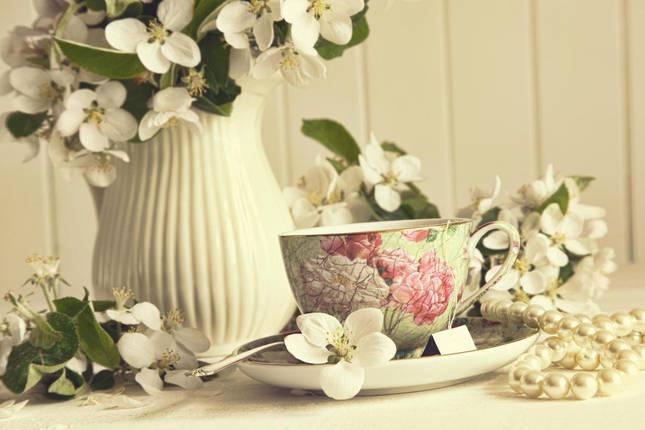 Белые цветы и бусы, фото 2