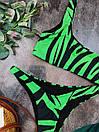 Зеленый раздельный купальник на одно плечо с животным принтом, фото 2