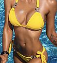 Желтый раздельный купальник на завязках со стразами, фото 2