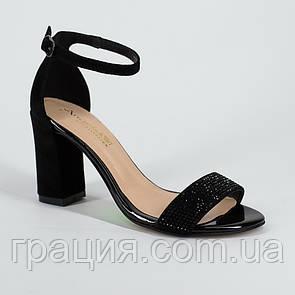 Замшевые женские элегантные босоножки на каблуке с закрытой пяткой