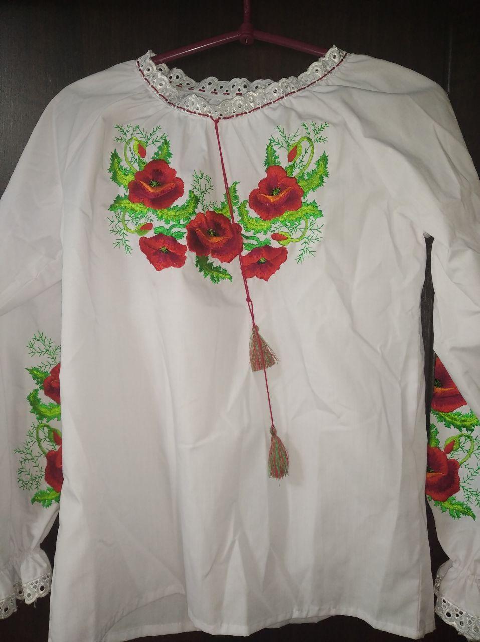 Женская детская вышиванка с маками