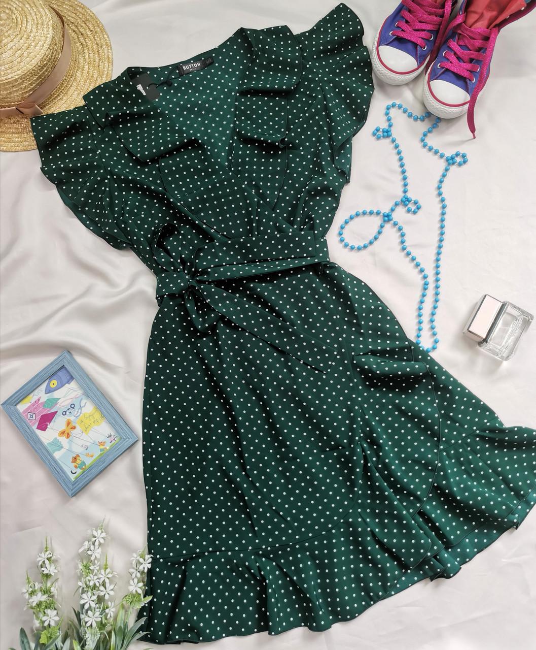 Зеленое женское платье в горошек с рюшами