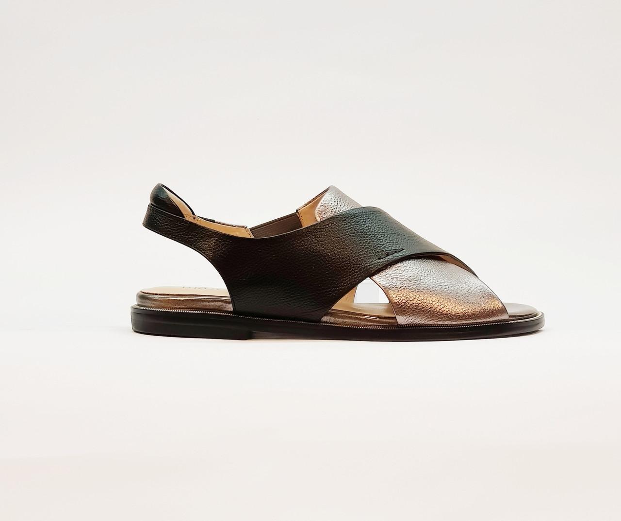 Жіночі сандалі з натуральної шкіри на плоскій підошві чорні
