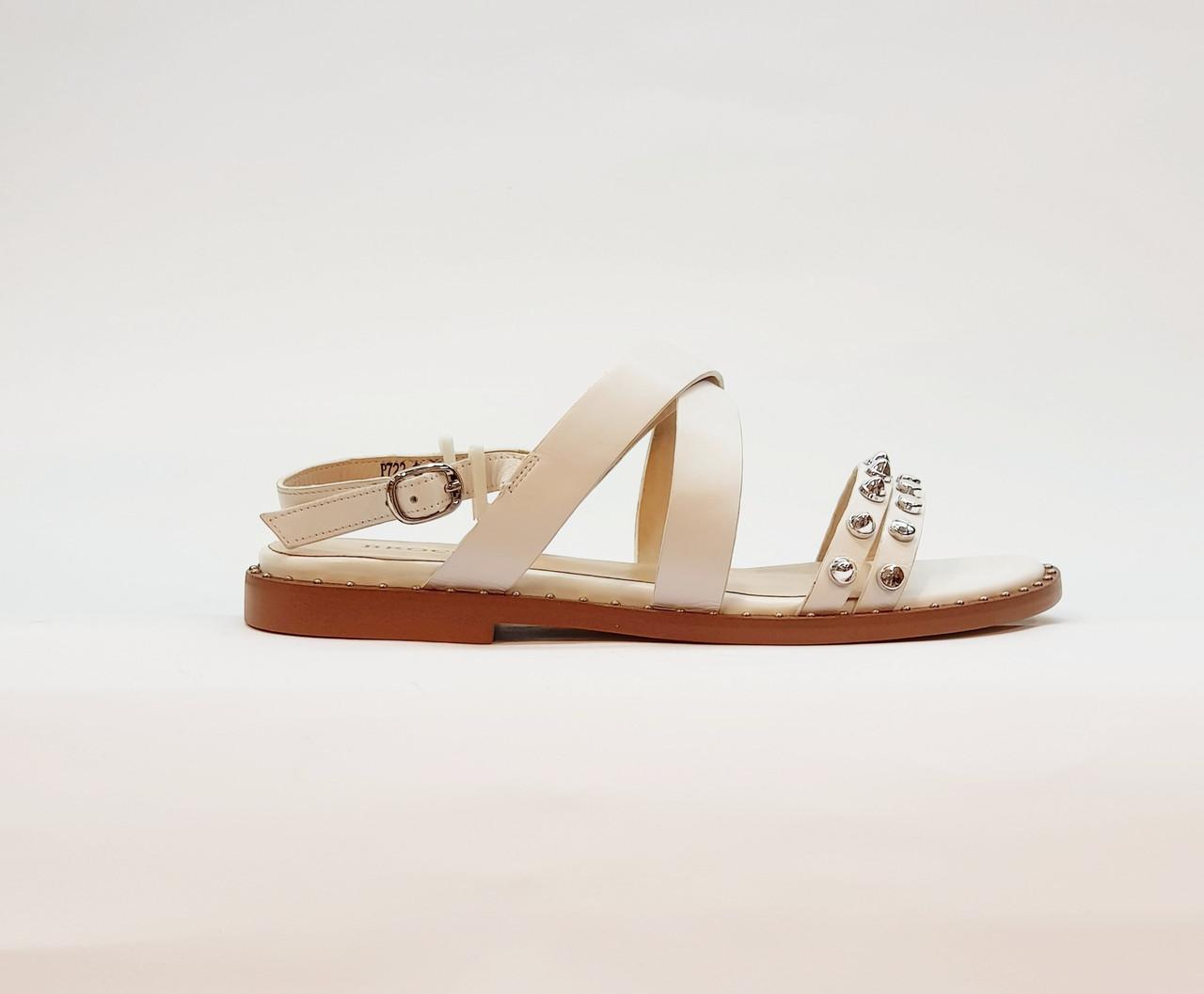 Женские сандали белые из натуральной кожи на плоской подошве
