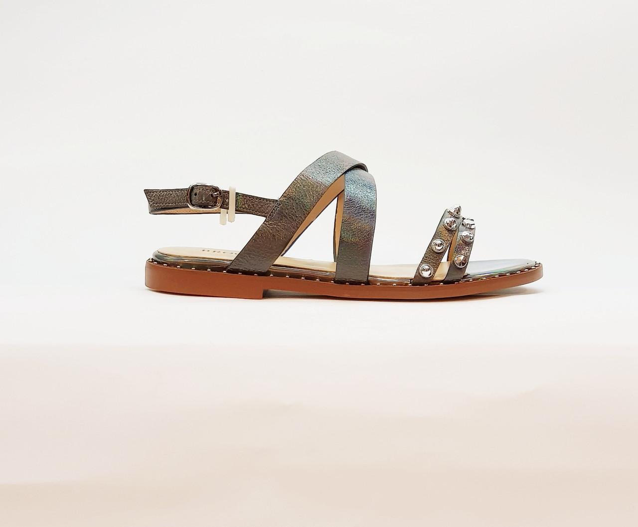 Жіночі сандалі сірі з натуральної шкіри на плоскій підошві