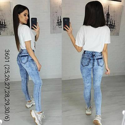 Модные женские джинсы с потертостями