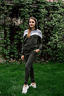 Стильный женский спортивный костюм трехцветный с кофтой на молнии и брюками на манжете