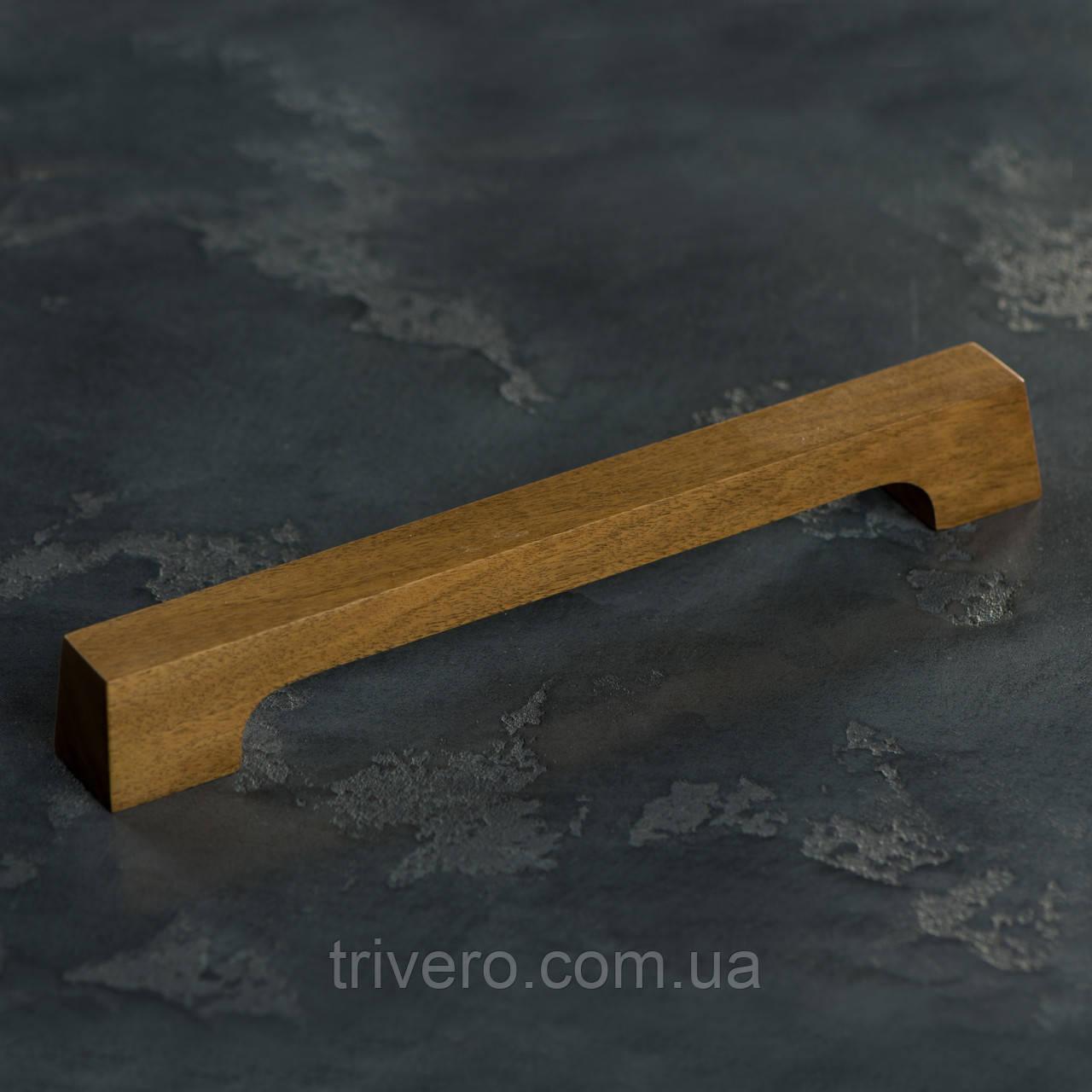 Мебельная ручка деревянная орех