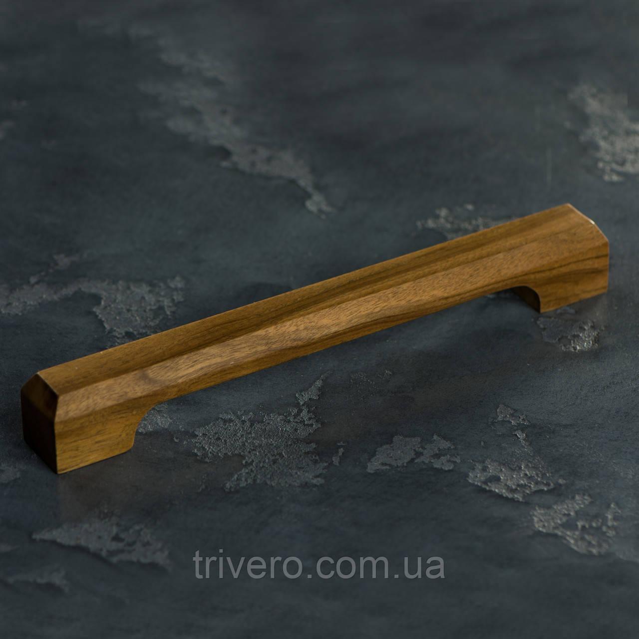 Дизайнерская мебельная ручка деревянная с гранями орех