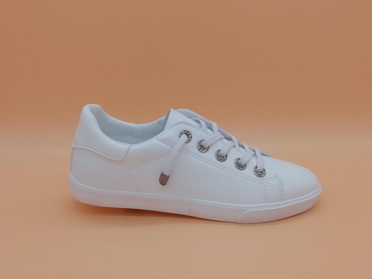 Кросівки білі кеди.