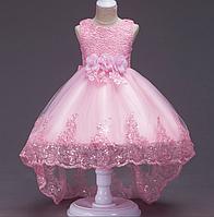 Платье нежно розовое со шлейфом три розы с отделкой из кружева и паеток нарядное для девочки., фото 1