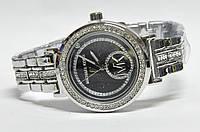 Часы на браслете mk 456