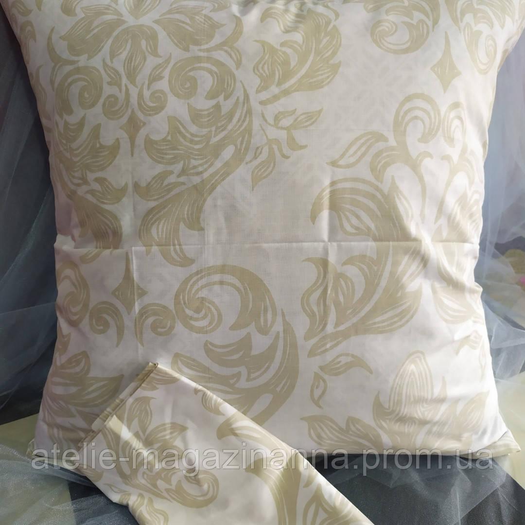 Наволочка на подушку 70*70 светлая с вензелями