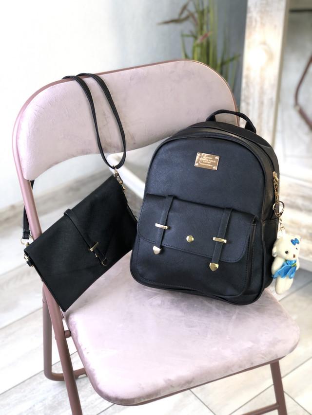 Чорний жіночий рюкзак