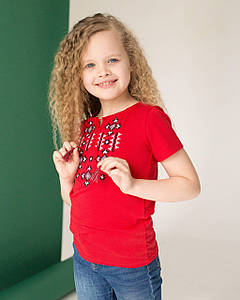 Яркая вышитая футболка для девочки в красном цвете «Звездное сияние на красном»